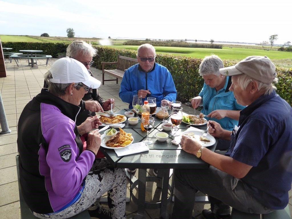 Uten mat og drikke – duger golferen ikke...